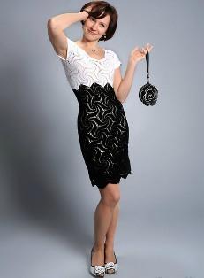 Платье черно белое вязаное крючком