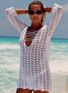 Белая пляжная туника крючком.